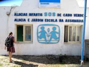 Eingang zum SOS Kinderdorf in Assomada